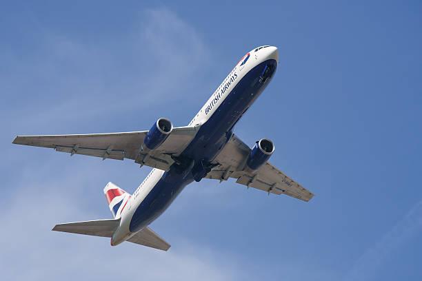 boeing 767-326/er in british airways farben - b767 stock-fotos und bilder