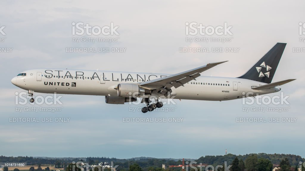 Boeing 767-400 United Airlines landet in Zürich-Kloten – Foto
