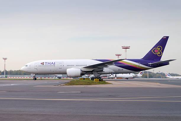 Boeing 777-300 Auf der Startbahn rollen im Domodedovo arport. – Foto