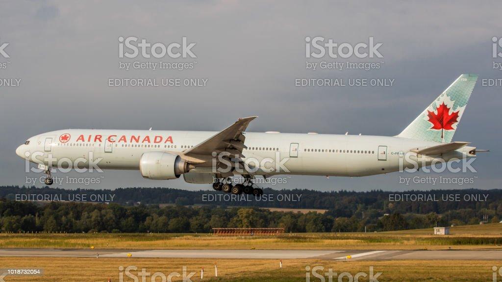 Boeing 777-300/ER Air Canada landet in Zürich-Kloten – Foto