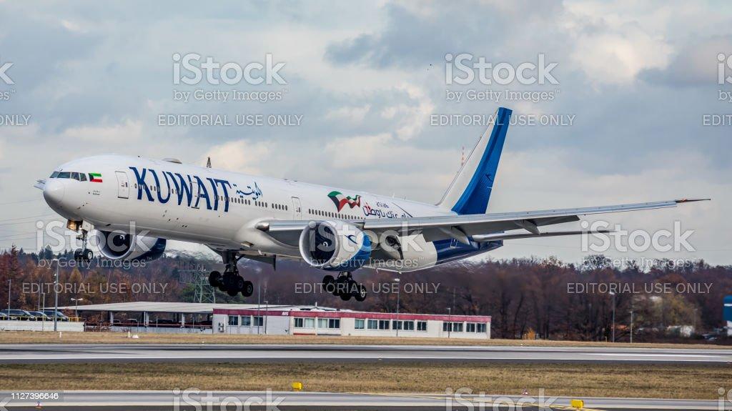 Boeing 777-369ER Kuwait Airways landet auf dem Flughafen Frankfurt Am Main – Foto