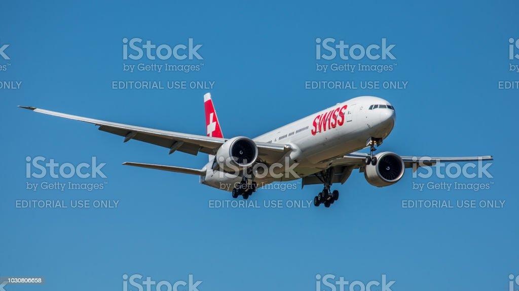 Boeing 777-3DEER Swiss International Airlines landet am Flughafen Zürich – Foto