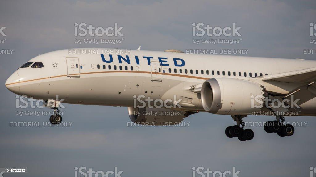 Boeing 787 Dreamliner United Airlines landet am Flughafen Zürich – Foto