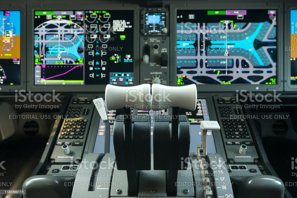 Boeing 787 Flight Deck Stock Photo - Download Image Now - iStock