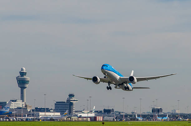 boeing 787-9 dreamliner of klm taking off at schiphol. - schiphol stockfoto's en -beelden