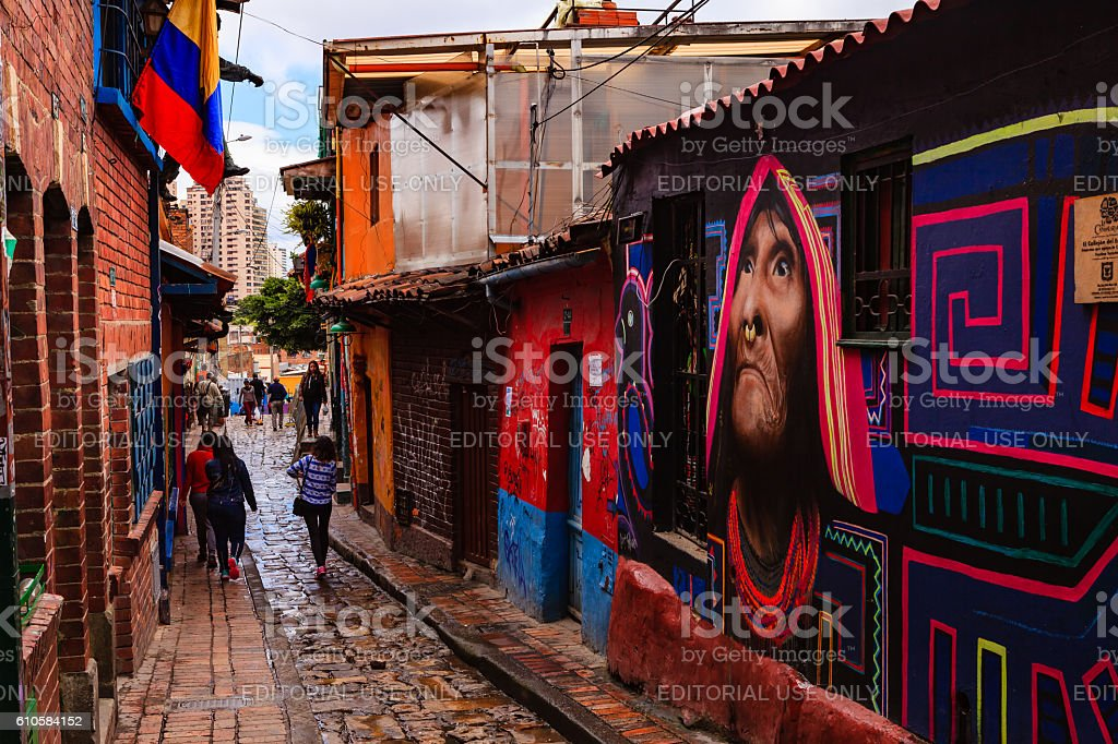Bogotá, Colombia - People Walk Through The Narrow, Colorful, Cobblestoned Calle del Embudo In The Historic La Candelaria District - foto de stock
