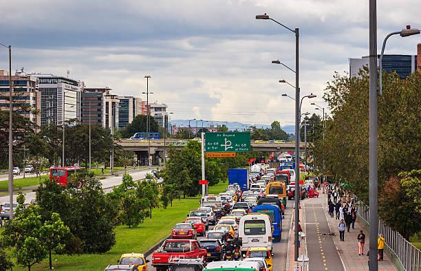Bogotá, Kolumbien – Trancón auf der Avenida El Dorado – Foto