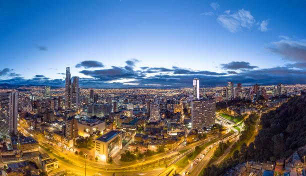 Bogota Stadtbild bei Nacht – Foto
