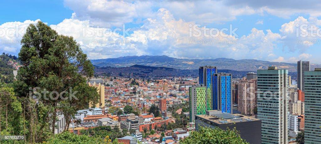 Bogotá, Kolumbien - High Angle Panorama View of South American Hauptstadt auf den Anden - Kontrast von alt und neu – Foto