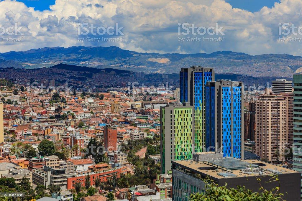 Bogotá, Colombia - vista de ángulo alto de La Candelaria en la capital del sur americano en las montañas de los Andes - foto de stock