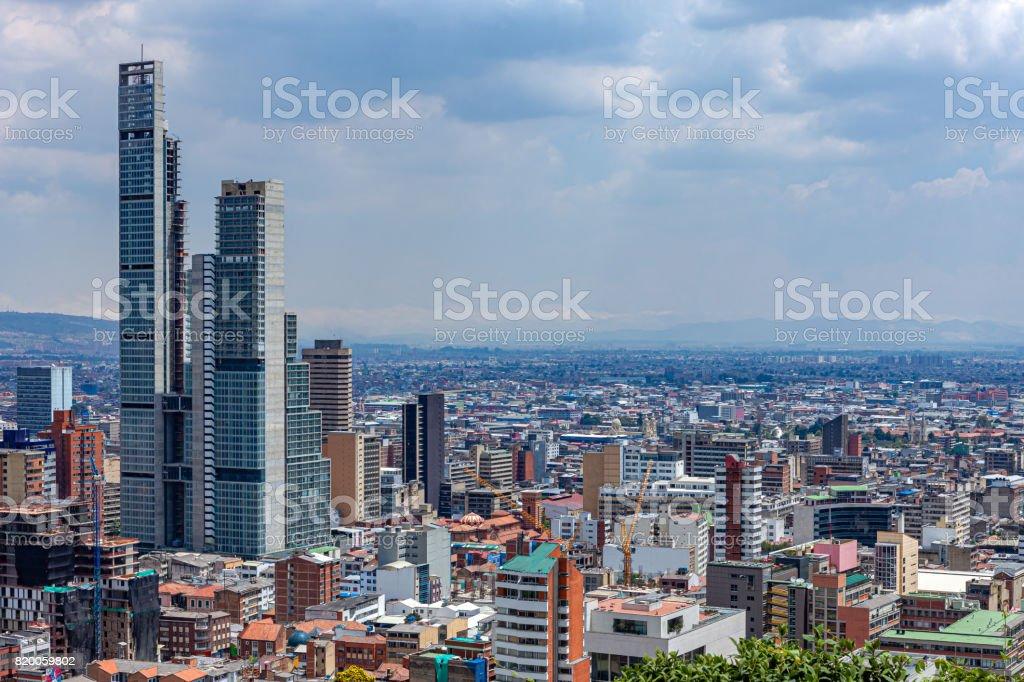 Bogotá, Colombia - vista de ángulo alto de capital de americano del sur en las montañas de los Andes - foto de stock