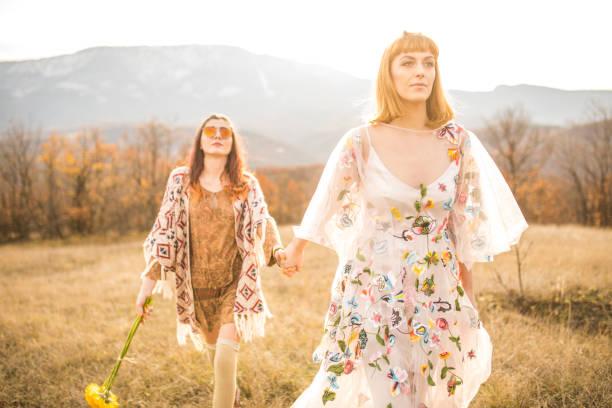 böhmische kultur - hippie kleider stock-fotos und bilder