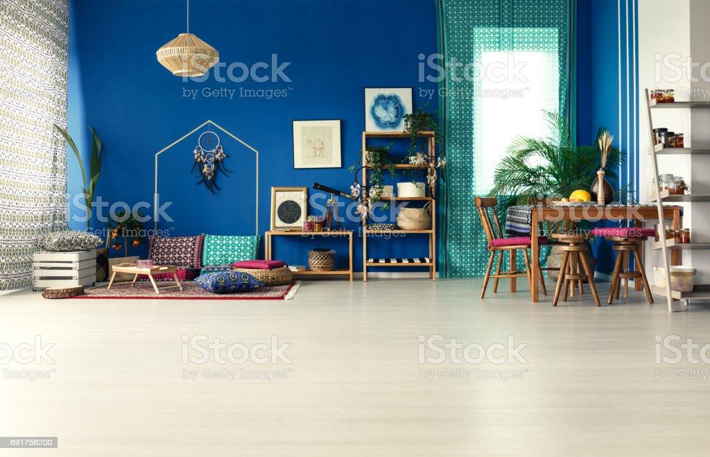 Interior casa Bohemia con plantas - foto de stock