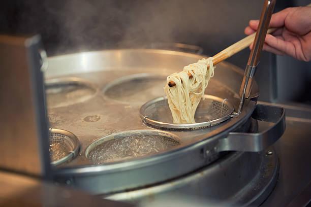 boil 麺 - ラーメン ストックフォトと画像