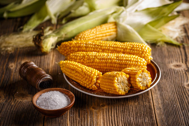 Boiled corn Boiled corn on a plate in the wooden board sweetcorn stock pictures, royalty-free photos & images