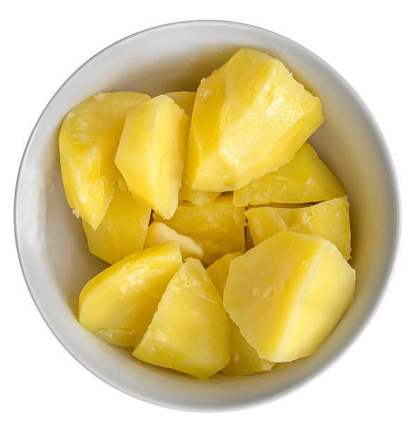 gekochte kartoffeln in bowl - salzkartoffel stock-fotos und bilder