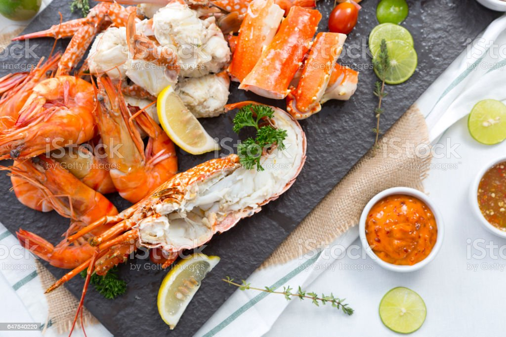 boiled prawn and lobster on stone plate - foto de stock