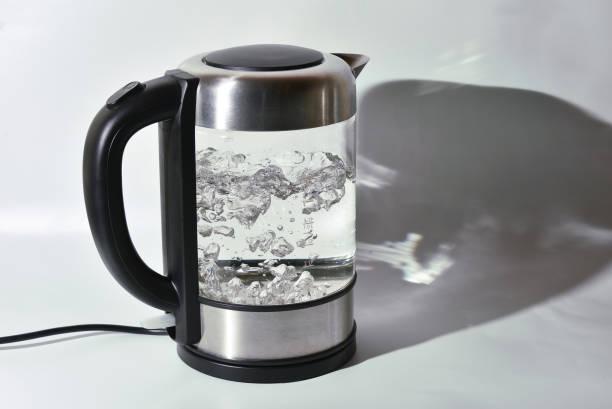 ガラスのティーポットを沸騰 - 電気部品 ストックフォトと画像