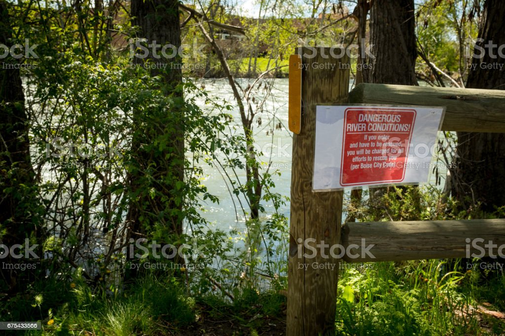 Boise river an warning sign along the green belt photo libre de droits