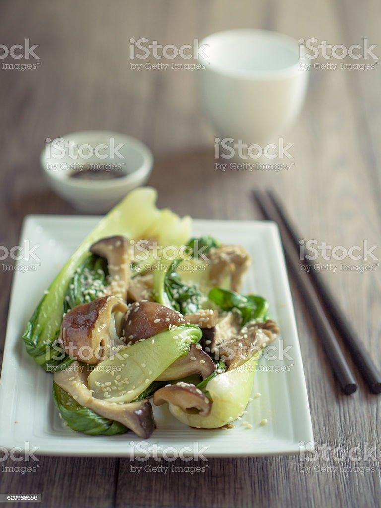 bok choy and mushroom stir-fried foto royalty-free