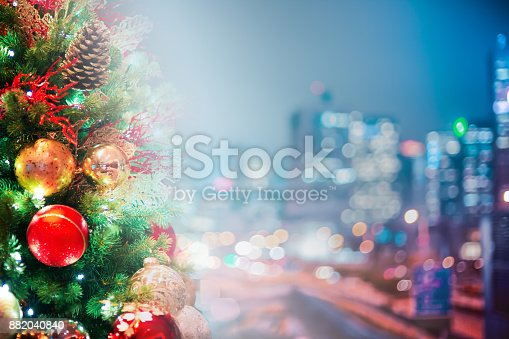 istock Bokeh christmas light background 882040840