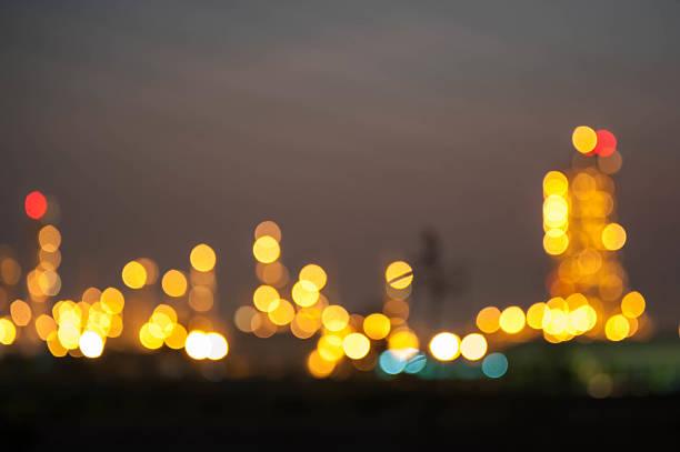 Bokeh von Öl-Raffinerie beleuchtet bei Nacht – Foto