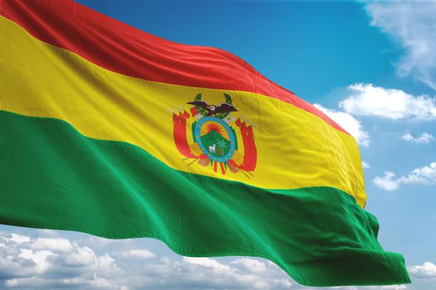 玻利維亞國旗揮舞多雲的天空背景 - 玻利維亞 個照片及圖片檔