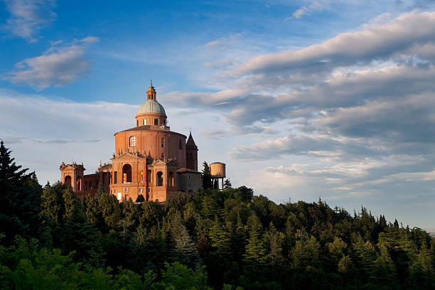 bologna: san luca sanctuary o zachodzie słońca - bolonia zdjęcia i obrazy z banku zdjęć