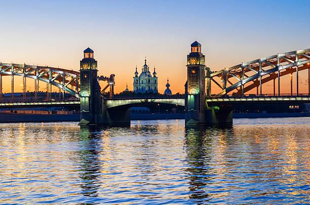 bolsheohtinskiy bridge, st.petersburg, russia. - neva stockfoto's en -beelden