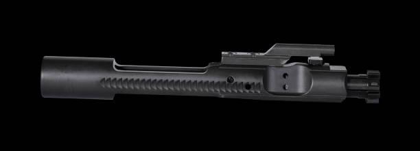 AR-15 Bolzen Fördermaschinegruppe auf schwarz – Foto
