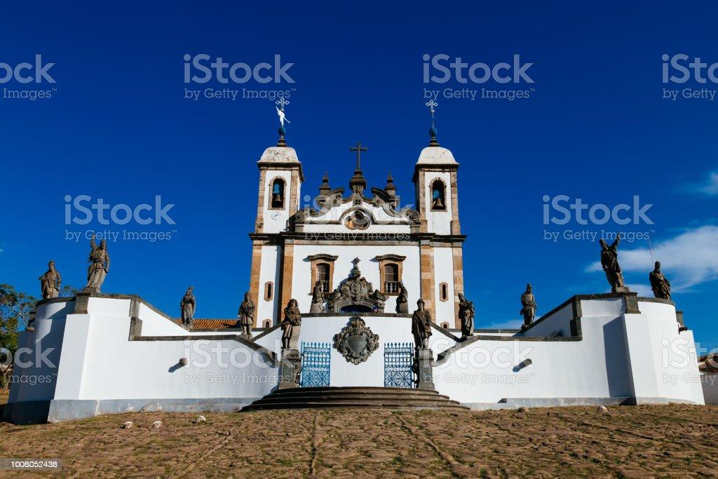 Santuário do bom Jesus de Matosinhos com os doze profetas pelo artista brasileiro barroco Aleijadinho em Congonhas, Minas Gerais, Brasil. - foto de acervo