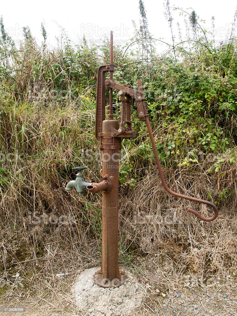 Bomba de agua manual antigua stock photo more pictures - Bombas de agua ...