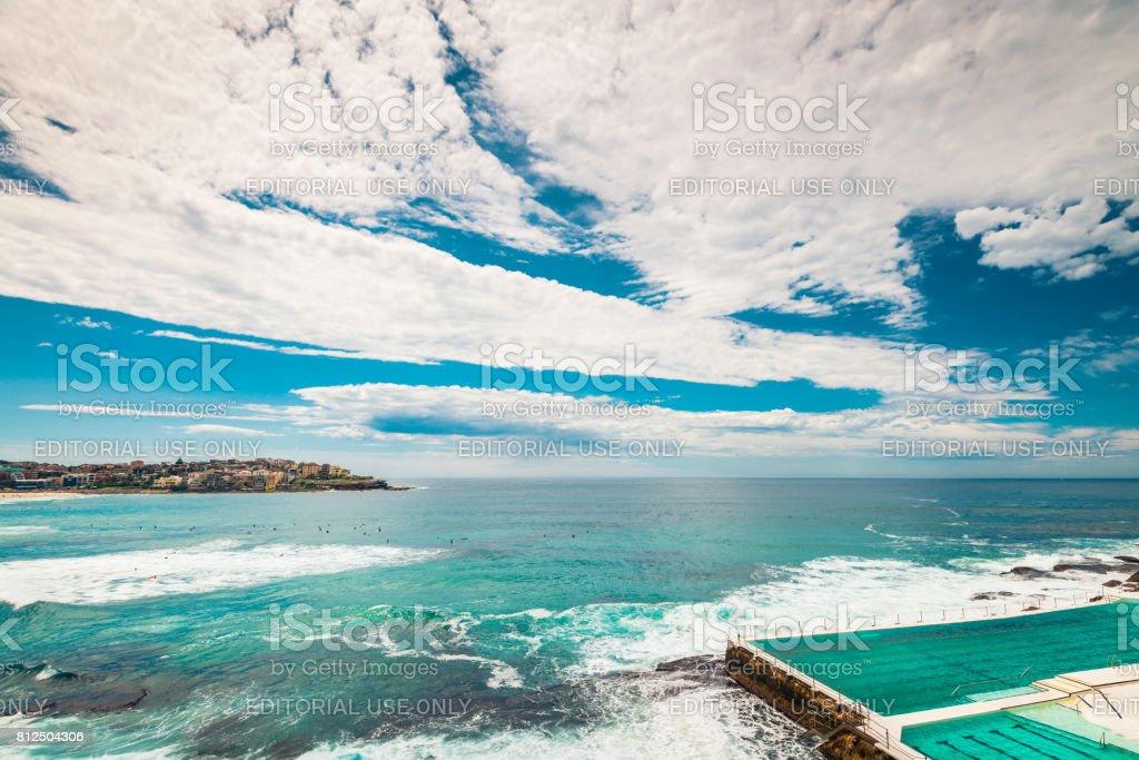 Avis de Bondi Beach à la piscine ouverte avec l'océan - Photo