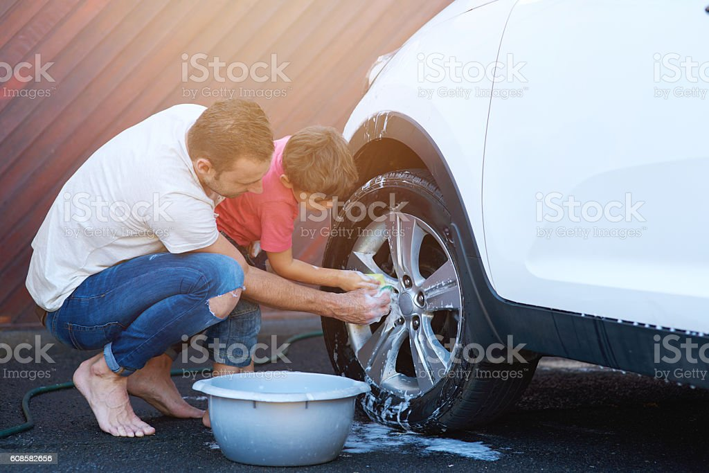 Bonding over their carwash days – Foto