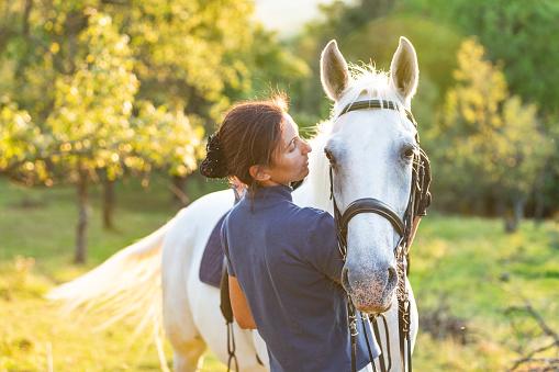 與馬粘合 照片檔及更多 35歲到39歲 照片