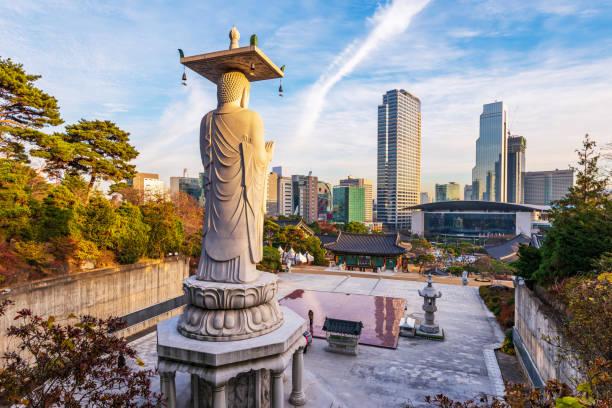 templo bongeunsa en la ciudad gangnam,seoul korea - foto de stock