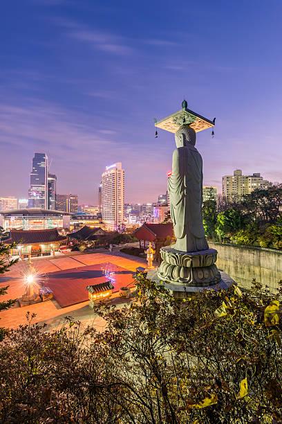 Bongeunsa Horizonte templo del centro de la ciudad de Seúl, Corea del Sur - foto de stock
