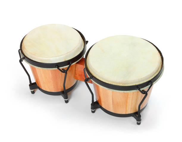 Bongos Percussion, traditionelle afrikanische Trommel. Musikinstrument auf weißem Hintergrund. – Foto