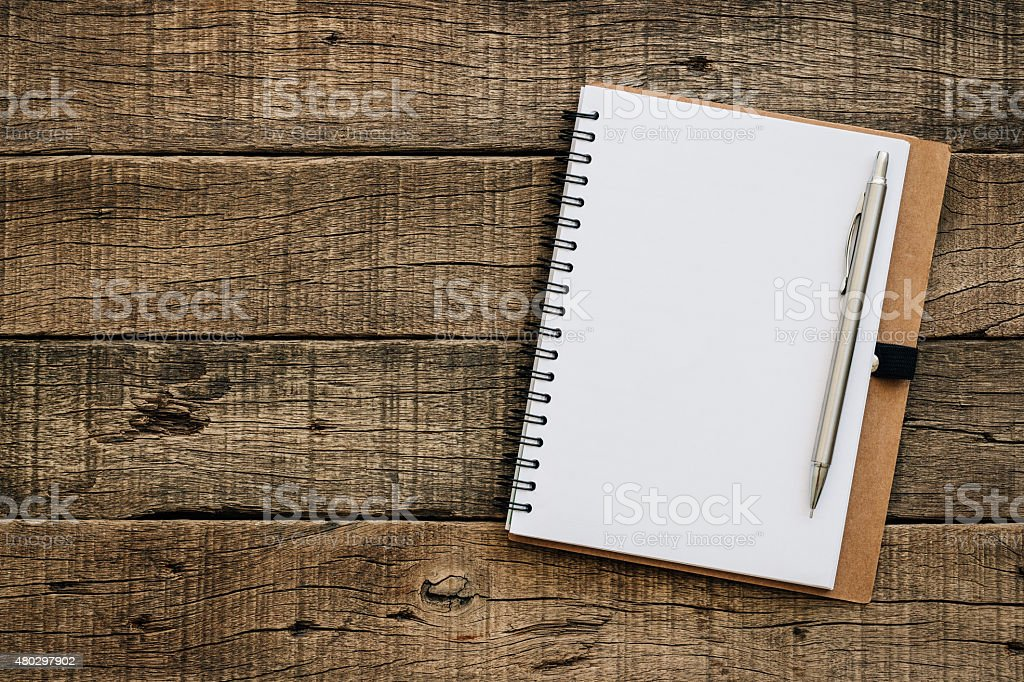 Un livre vide pour texte sur vieux texture de grain de bois - Photo