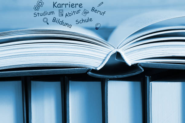 un libro, conoscenza, scuola, studio e carriera - esame maturità foto e immagini stock