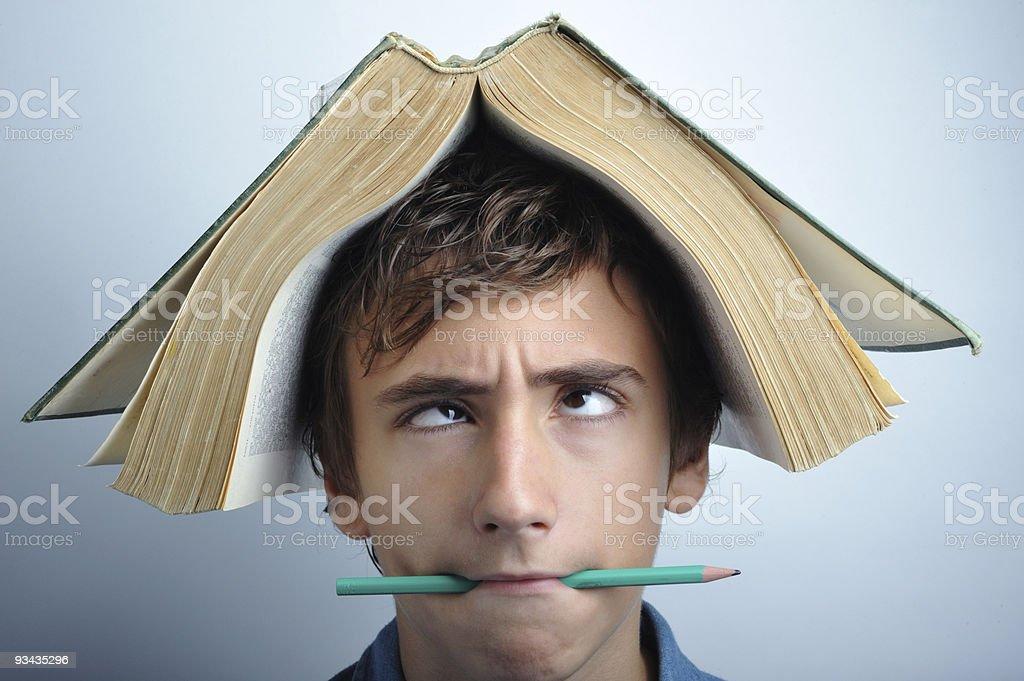 Buch auf dem Kopf Lizenzfreies stock-foto