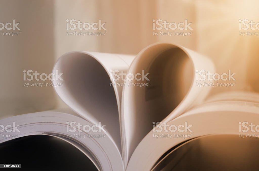Libro con forma de ciervo de páginas, efecto vintage estilo fotos - foto de stock