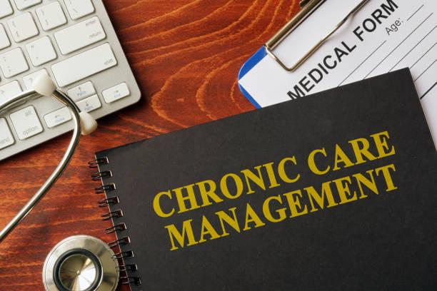 boka med avdelning kronisk vård management på ett bord. - kronisk sjukdom bildbanksfoton och bilder