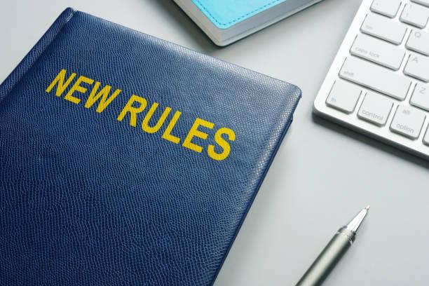 Buchen Sie mit dem Titel Neue Regeln und Vorschriften in einem Büro. – Foto