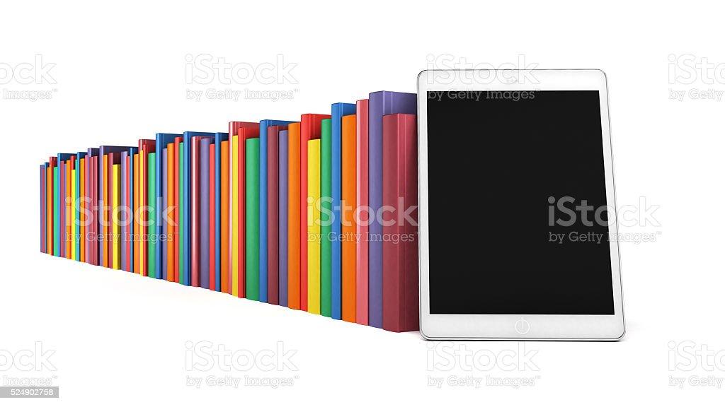 Livros em uma fila com o comprimido no primeiro plano - foto de acervo