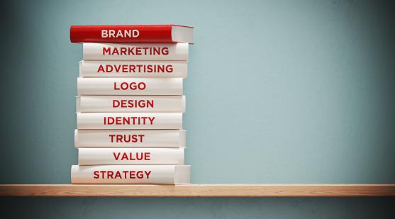 전면 회색 벽에 광고 및 브랜딩 책 0명에 대한 스톡 사진 및 기타 이미지
