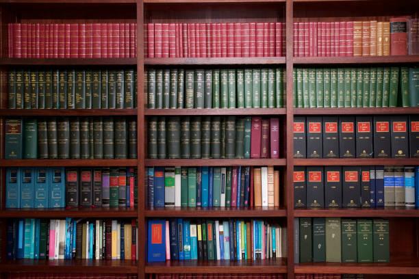 estantería de libros legal irlandés - biblioteca fotografías e imágenes de stock