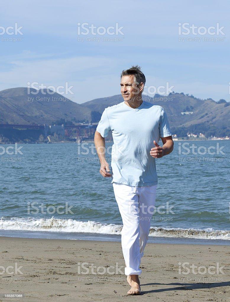 boomer Laufen am Strand – Foto