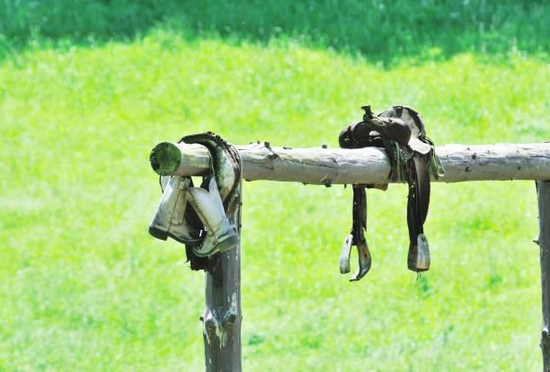Stiefel und Sattel – Foto