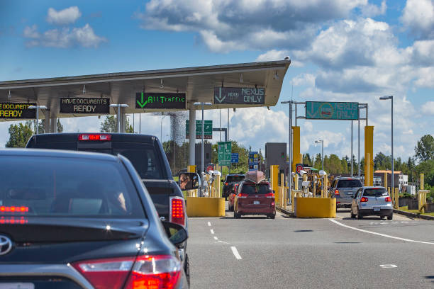 Border crossing Busy border crossing at US/Canada Border, Peace Arch, Washington state, USA geographical border stock pictures, royalty-free photos & images